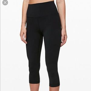 Like new Lululemon Black crops